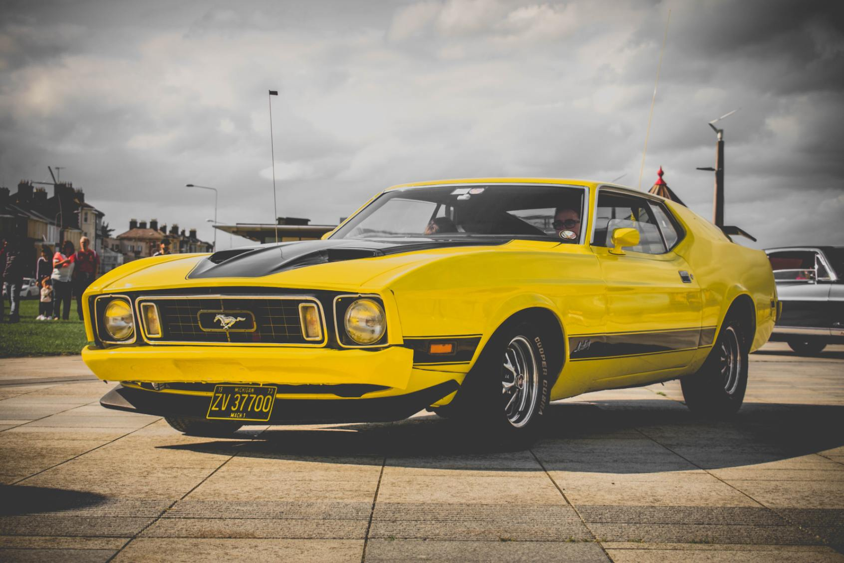 Yellow Ford Mustang - Original image
